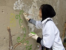 Lika dessinant sur le