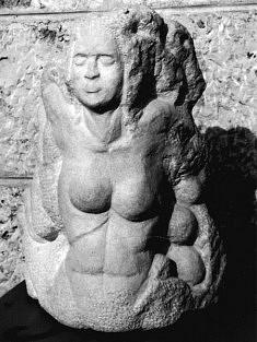 La mère des oeufs, pierre calcaire de Vrnik, 2005, H : 45 cm
