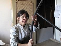 Françoise GASSER dans son atelier.