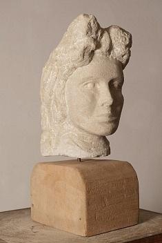 Princesse (pierre calcaire de construction (hauteur 35 cm)