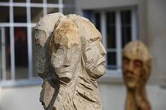 Sculptures, pierre et bois