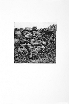 """doorus gates I "" 2 couleurs, 23x23 cm  aquatinte noir, + eau forte noir,  tirage 38 x 57 cm sur fabriano rosaspina"