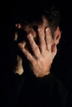 Dans le creux de ses mains. Tirage pigmentaire sur baryté.