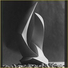 SCULPTURE (1985): Prototype pour « Stèle d 'Or », Trophée doré remis aux meilleurs marbriers de France