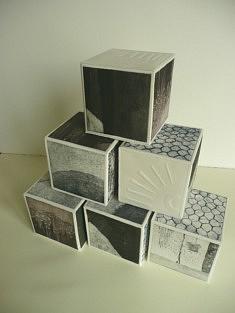 Jeu de cubes, aquatinte, gauffrage