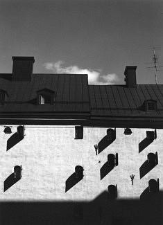 © Jean Pajot. La capitale de la Suède, parfois surnommée « la ville entre les ponts » présente de nombreux visages  Si « Gamla Stan » le cœur de la cité présente une architecture typique du 17ème siècle, la ville au cours des siècles a subi de nombreux changements, et s'inscrit de plein pied dans la modernité, avec des architectures très variés.  Voici quelques unes de mes impressions.