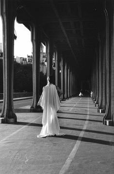 © Jacques Mallecot Chorégraphie sur le pont de Bir-Hakeim, Paris 2016