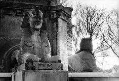 © José Miro del Valle. Le Sphinx du Châtelet.