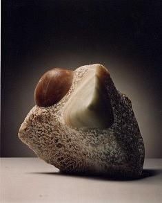"""""""Mes seins te montrent une terre d'algues une terre de nuit""""(R.Char) onyx, 26 cm, 1998"""