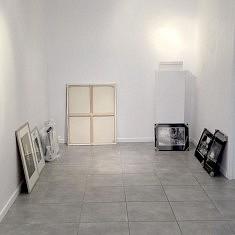 Accrochage de l'exposition, photo Konstantina Stefanidou