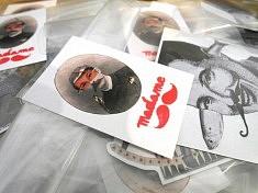 Les stickers de Madame (photo Loïs Pommier)