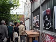 Devant l'atelier de Miki Tica (photo Loïs Pommier)