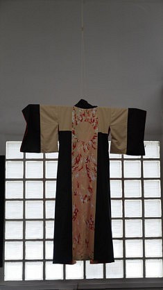 Mellvioline, Amour contenu, Kimono, Coton avec peinture textile, 130x180cm,  2020