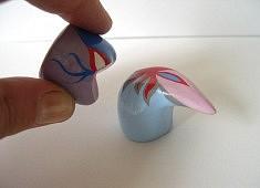 Les amoureux (de la série des Petits) - argile, acrylique, vernis - env. 5 cm de haut
