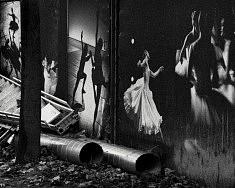 EN COULISSE - (série HUMAIN) - Tirage photo Fine Art Rag White, 25x32.