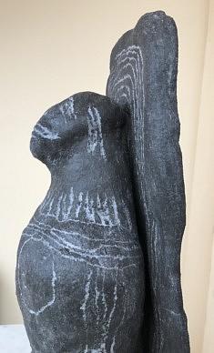 (c) Confais 2020 - black madona (détail) - sculpture céramique - en collaboration avec Gerard Crociani - 42x17x15 cm