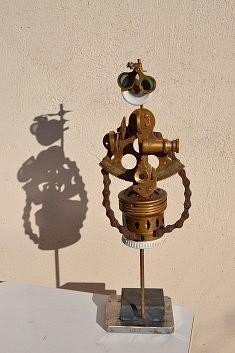 """""""Miss Sextant"""" - Assemblage en récup' 2017 (sextant, prise en porcelaine, ancienne douille de laiton)"""