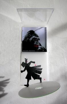 Gare au gorille, mobile sur CD, hauteur 30 cm