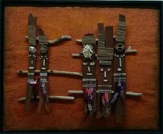 """""""Totems"""" assemblage objets, techniques mixtes 55x45cm"""