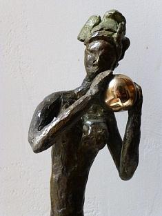 Ecoute le silence - Série des femmes à la boule d'or (bronze à la cire perdue - hauteur 30 cm)