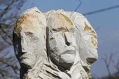 Ensemble, sculpture pierre