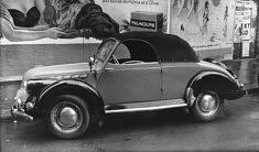 © Corinne Madelaigue. Panhard Dyna 120, voiture routière de 1951. Photographie de Jean-Jacques Madelaigue