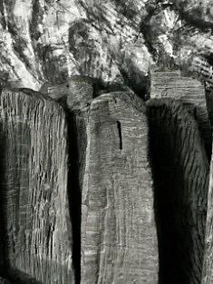 De la série «Sites» (fragment), sculpture en grès chamotte émaillée patinée, 77x47x36, Paris 1994