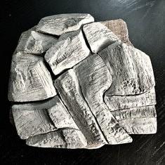 De la série «Paysages mentaux», sculpture puzzle, Grès d'Irak patiné, 28x28x4, Paris 1999