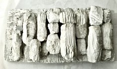 De la série « Sites », sculpture murale, plâtre et marbre, 58x30x10, Paris 1999